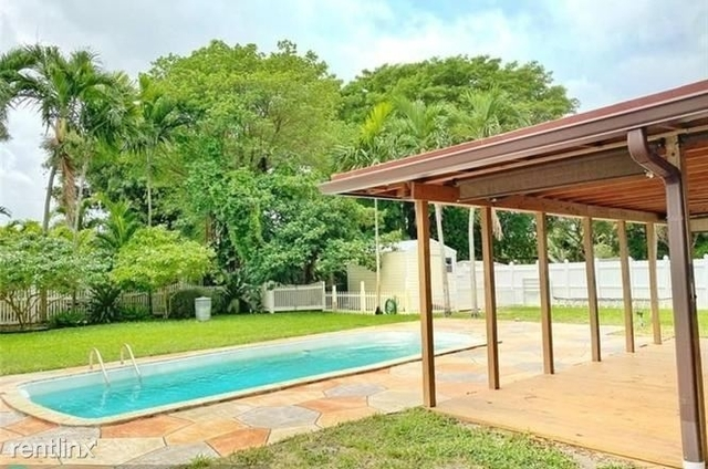 1 Bedroom, North Central Hollywood Rental in Miami, FL for $950 - Photo 2