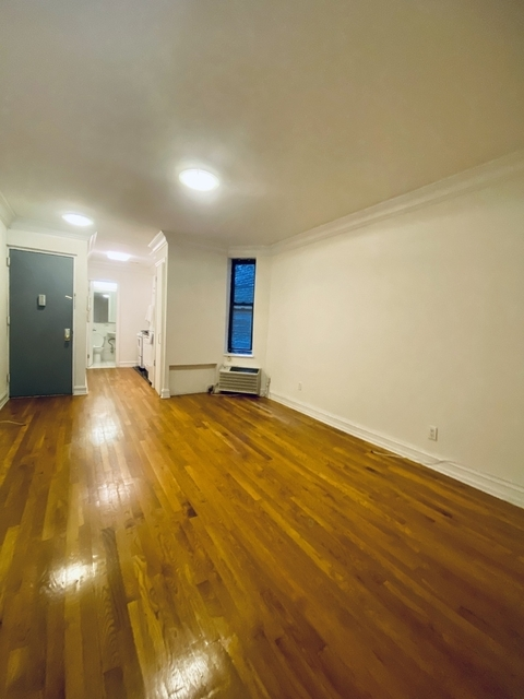 1 Bedroom, Yorkville Rental in NYC for $1,956 - Photo 2