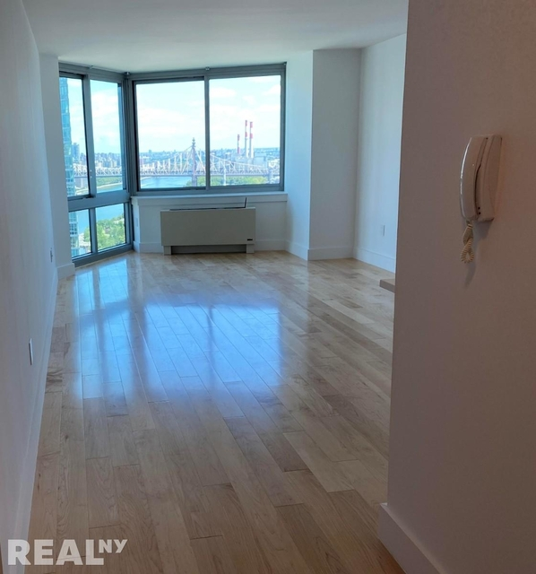 1 Bedroom, Hunters Point Rental in NYC for $2,700 - Photo 2