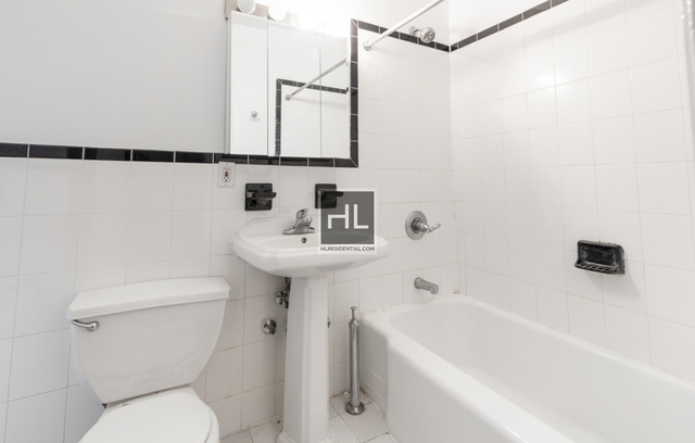 1 Bedroom, Chelsea Rental in NYC for $2,883 - Photo 2