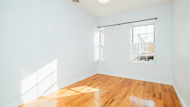 3 Bedrooms, Greenpoint Rental in NYC for $3,100 - Photo 2