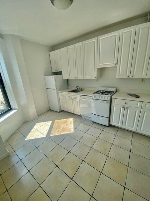 4 Bedrooms, Carnegie Hill Rental in NYC for $3,995 - Photo 2
