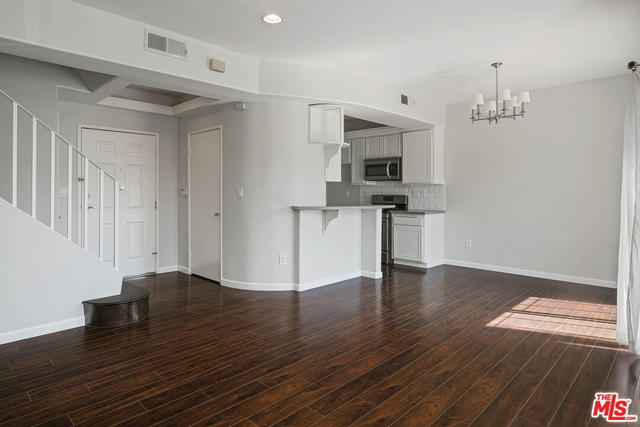 2 Bedrooms, Sherman Oaks Rental in Los Angeles, CA for $2,995 - Photo 1