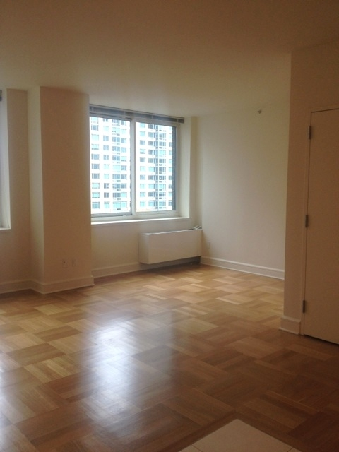 Studio, Lincoln Square Rental in NYC for $2,915 - Photo 2