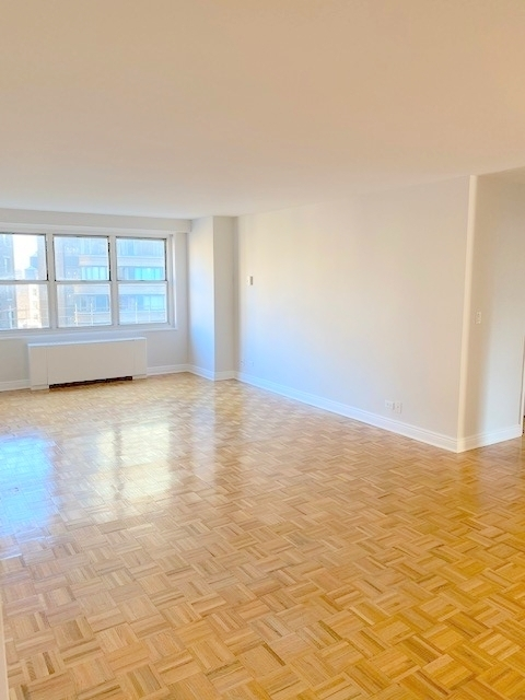 2 Bedrooms, Lincoln Square Rental in NYC for $4,346 - Photo 1