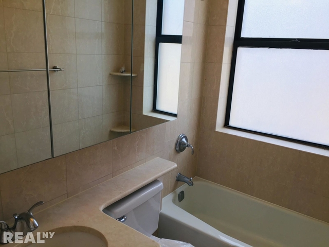 1 Bedroom, Rose Hill Rental in NYC for $2,675 - Photo 2
