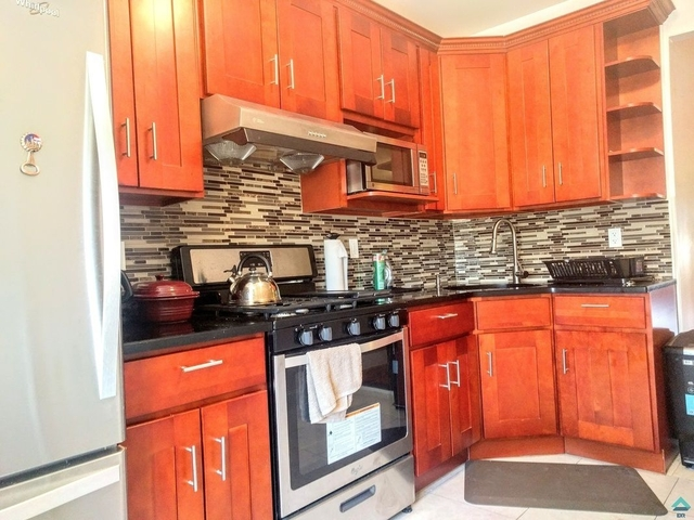 3 Bedrooms, Glendale Rental in NYC for $2,400 - Photo 1