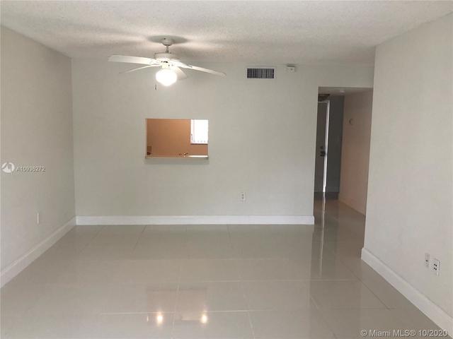 1 Bedroom, Pine Island Villas Condominiums Rental in Miami, FL for $1,375 - Photo 2