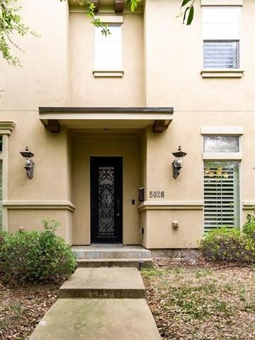 2 Bedrooms, Arlington Heights Rental in Dallas for $2,650 - Photo 1