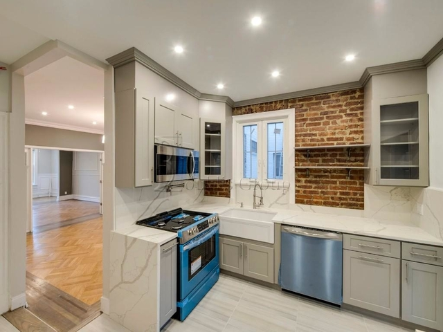 2 Bedrooms, Steinway Rental in NYC for $3,300 - Photo 1