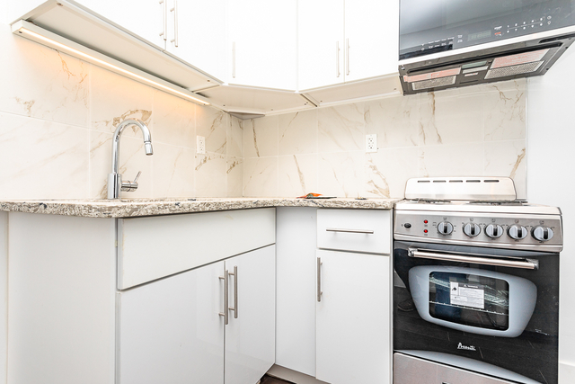 3 Bedrooms, Ocean Hill Rental in NYC for $2,000 - Photo 1