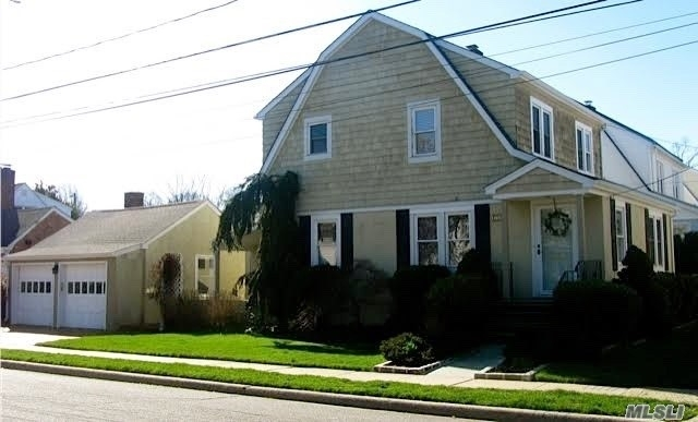 3 Bedrooms, Manhasset Rental in Long Island, NY for $5,000 - Photo 1