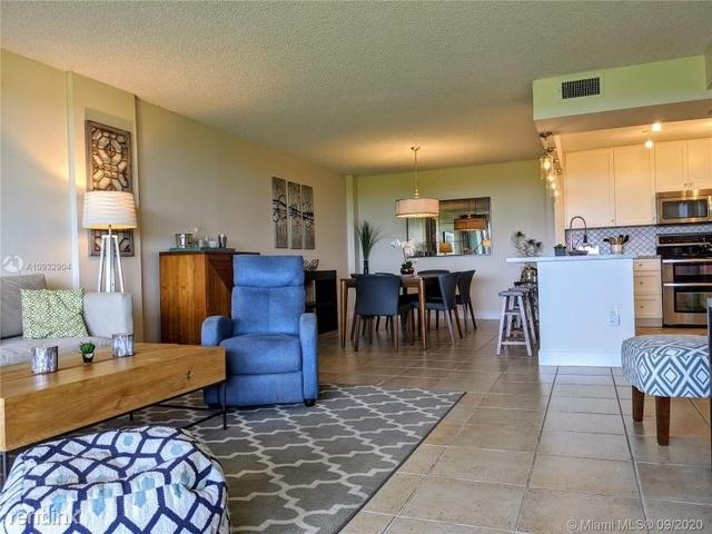 2 Bedrooms, Village of Key Biscayne Rental in Miami, FL for $3,600 - Photo 2