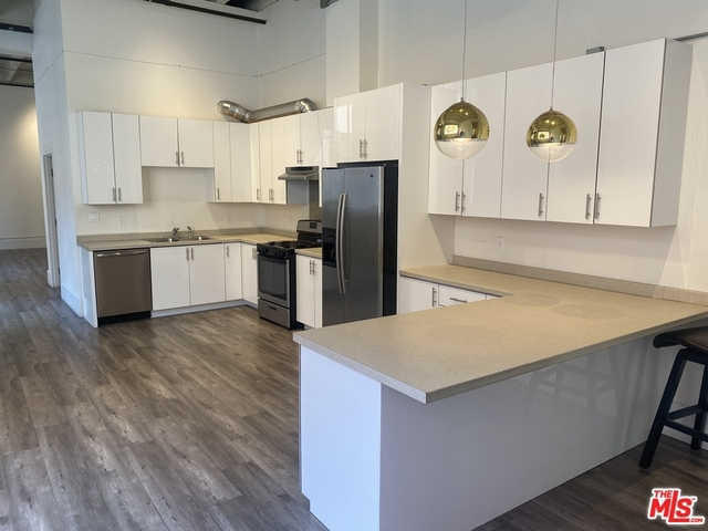 3 Bedrooms, Jewelry District Rental in Los Angeles, CA for $4,000 - Photo 1