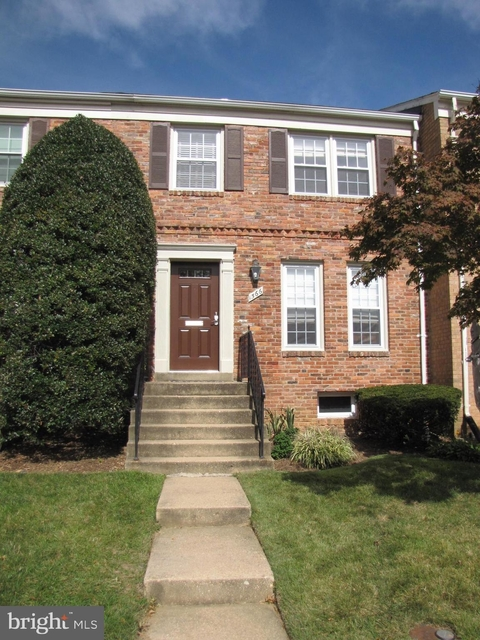 3 Bedrooms, McLean Rental in Washington, DC for $3,300 - Photo 1