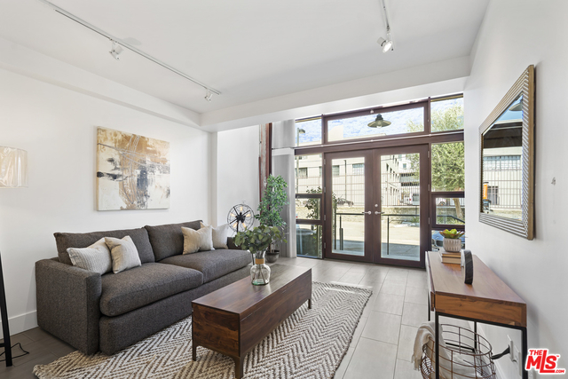2 Bedrooms, Arts District Rental in Los Angeles, CA for $4,000 - Photo 1