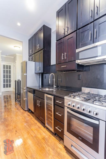 4 Bedrooms, East Village Rental in NYC for $5,829 - Photo 1