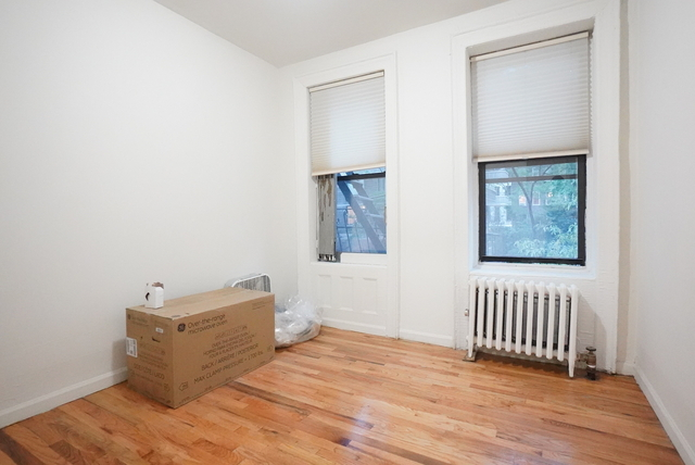 2 Bedrooms, Turtle Bay Rental in NYC for $2,395 - Photo 2