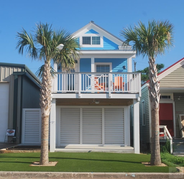 2 Bedrooms, Downtown Galveston Rental in Houston for $1,800 - Photo 1