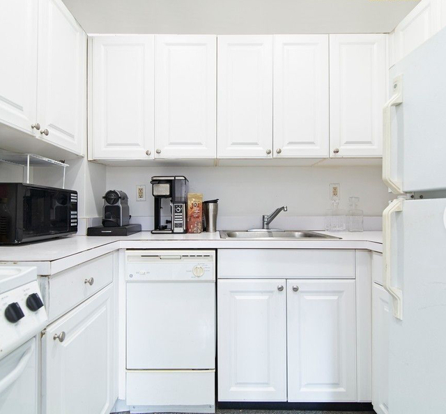 2 Bedrooms, Murray Hill Rental in NYC for $3,500 - Photo 2