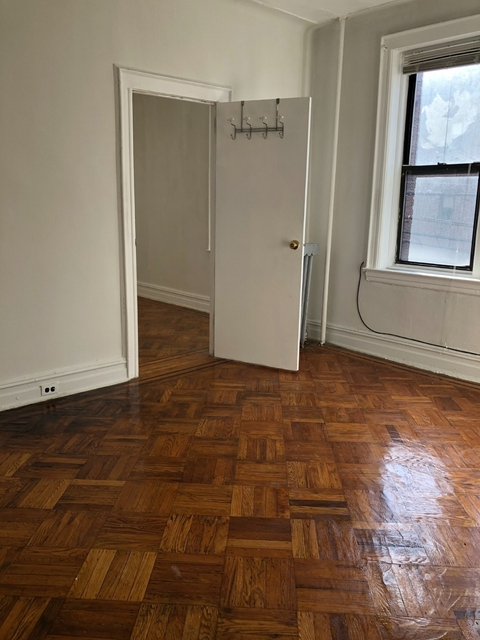 2 Bedrooms, Astoria Rental in NYC for $1,700 - Photo 1