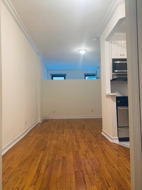 1 Bedroom, Carnegie Hill Rental in NYC for $2,000 - Photo 2