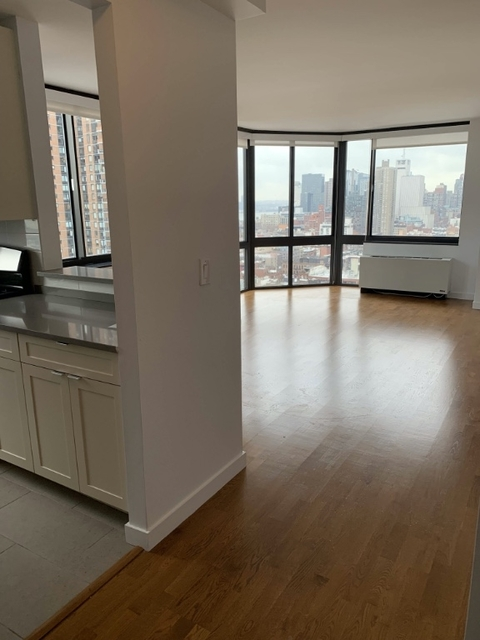 2 Bedrooms, Hell's Kitchen Rental in NYC for $3,475 - Photo 1