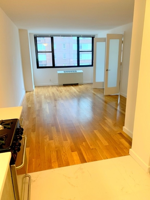 Studio, Hell's Kitchen Rental in NYC for $2,350 - Photo 1