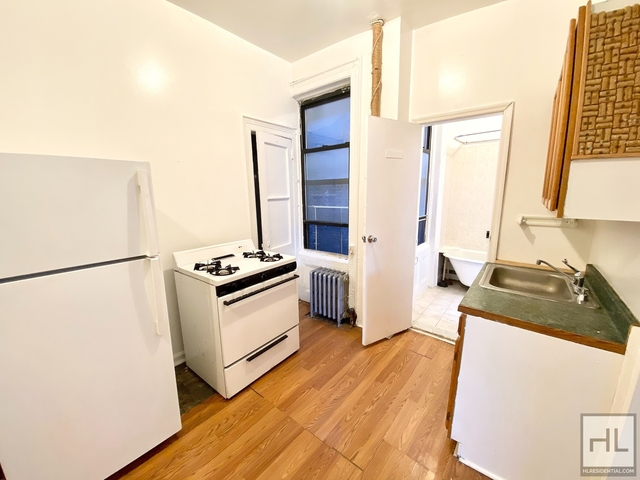 2 Bedrooms, Greenpoint Rental in NYC for $2,400 - Photo 1