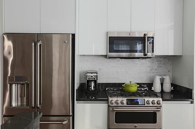 2 Bedrooms, Upper East Side Rental in NYC for $5,413 - Photo 2