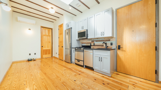 4 Bedrooms, Bushwick Rental in NYC for $3,375 - Photo 2