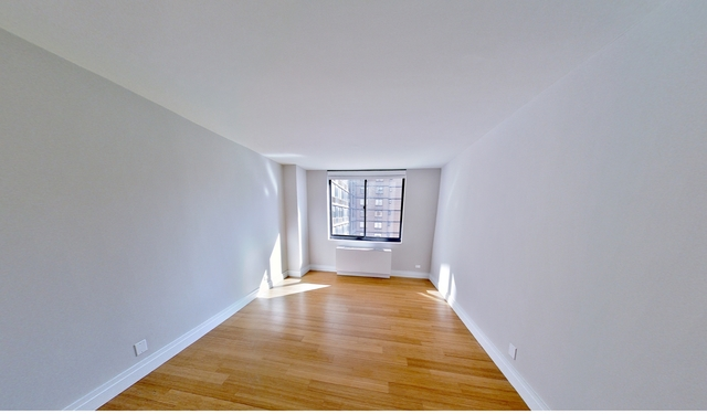 3 Bedrooms, Yorkville Rental in NYC for $3,150 - Photo 1