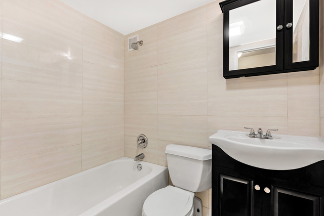 3 Bedrooms, Murray Hill Rental in NYC for $3,150 - Photo 2