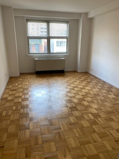 2 Bedrooms, Yorkville Rental in NYC for $3,064 - Photo 1