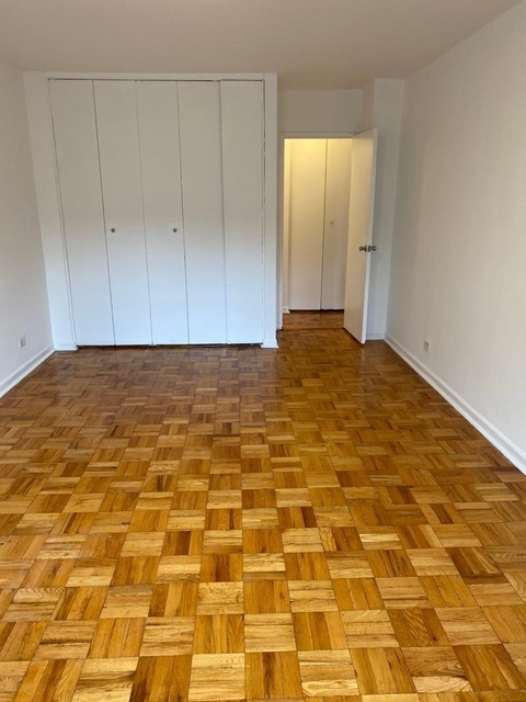 2 Bedrooms, Yorkville Rental in NYC for $3,064 - Photo 2
