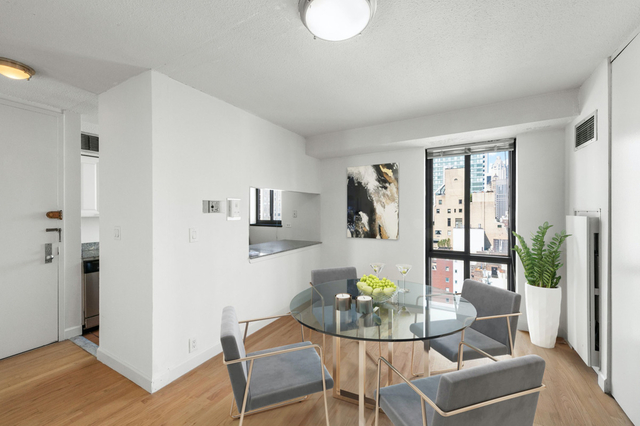 3 Bedrooms, Sutton Place Rental in NYC for $5,881 - Photo 2