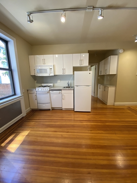 2 Bedrooms, Turtle Bay Rental in NYC for $3,275 - Photo 2