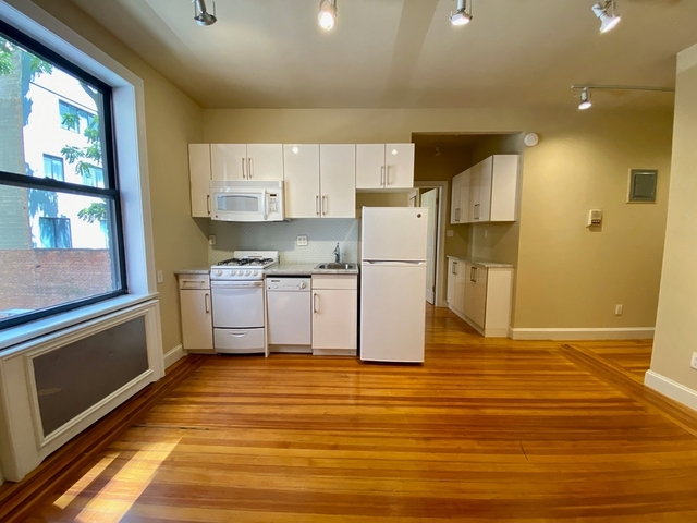 2 Bedrooms, Turtle Bay Rental in NYC for $3,275 - Photo 1