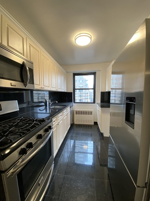 2 Bedrooms, Yorkville Rental in NYC for $5,199 - Photo 1