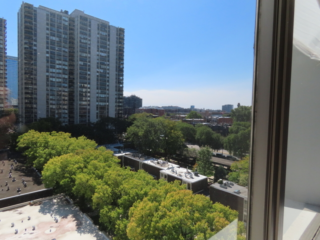 2 Bedrooms, Old Town Rental in Chicago, IL for $2,100 - Photo 1