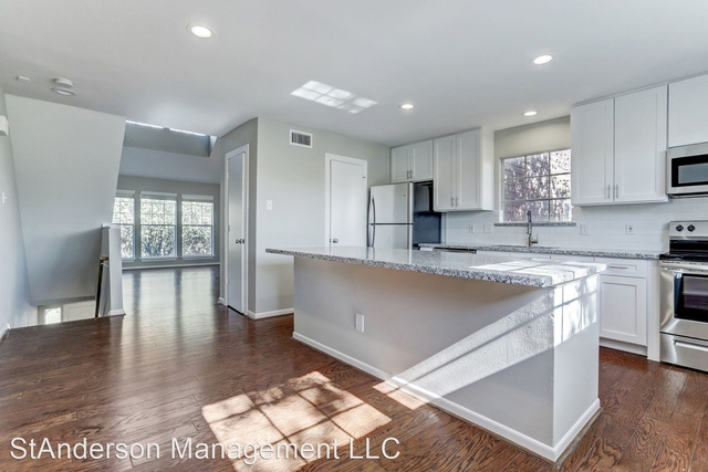 3 Bedrooms, Castle Court Rental in Houston for $2,395 - Photo 1