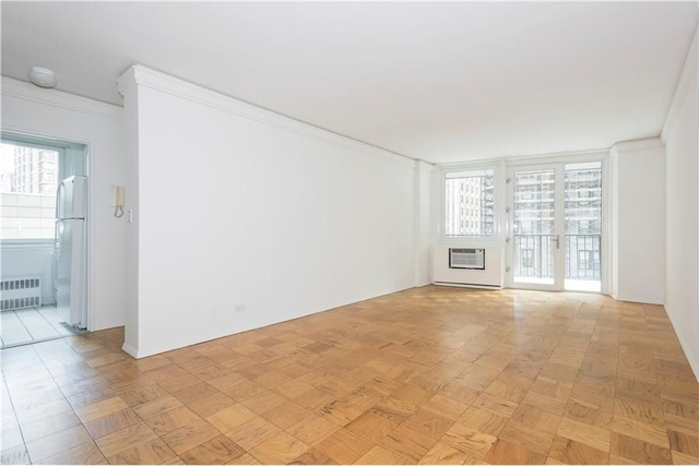 3 Bedrooms, Theater District Rental in NYC for $5,312 - Photo 1
