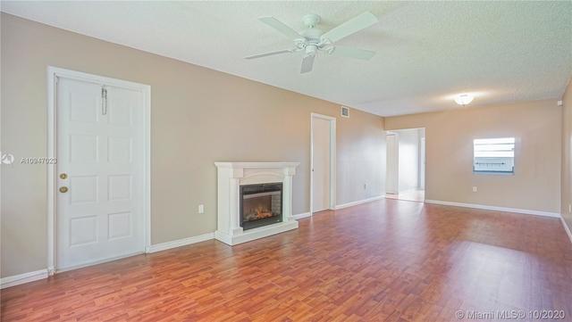 2 Bedrooms, Omega Condominiums Rental in Miami, FL for $1,500 - Photo 1