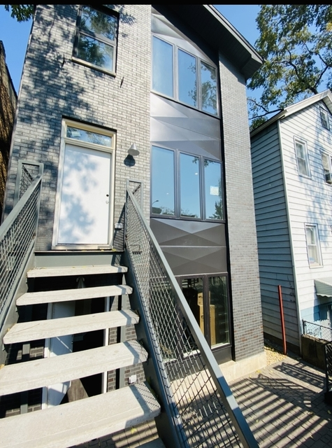 3 Bedrooms, Heart of Chicago Rental in Chicago, IL for $2,350 - Photo 1