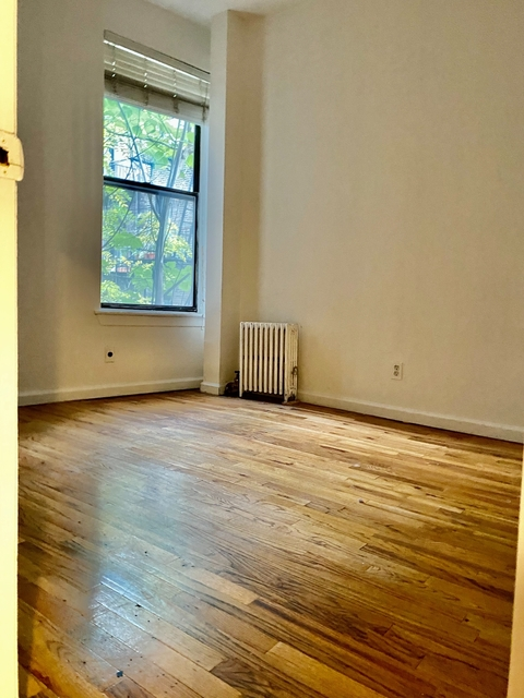 4 Bedrooms, Hell's Kitchen Rental in NYC for $3,700 - Photo 2