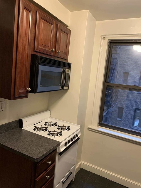 2 Bedrooms, Tudor City Rental in NYC for $2,695 - Photo 1