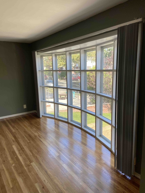 3 Bedrooms, Douglaston Rental in Long Island, NY for $2,350 - Photo 1