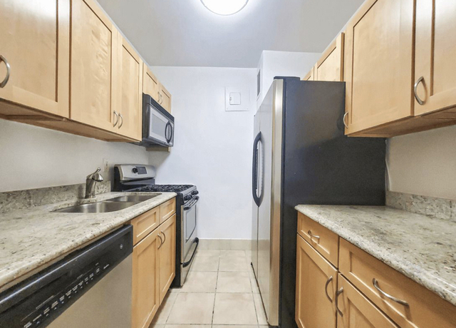 2 Bedrooms, Turtle Bay Rental in NYC for $2,625 - Photo 1