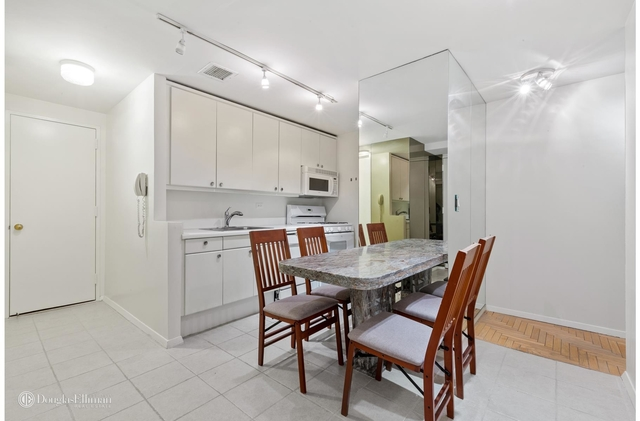 Studio, Theater District Rental in NYC for $2,000 - Photo 1