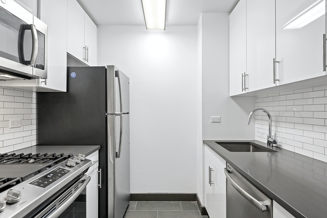 3 Bedrooms, Yorkville Rental in NYC for $6,246 - Photo 1